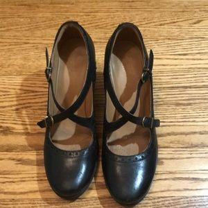 Clark's Mary Jane black Leather Pumps.